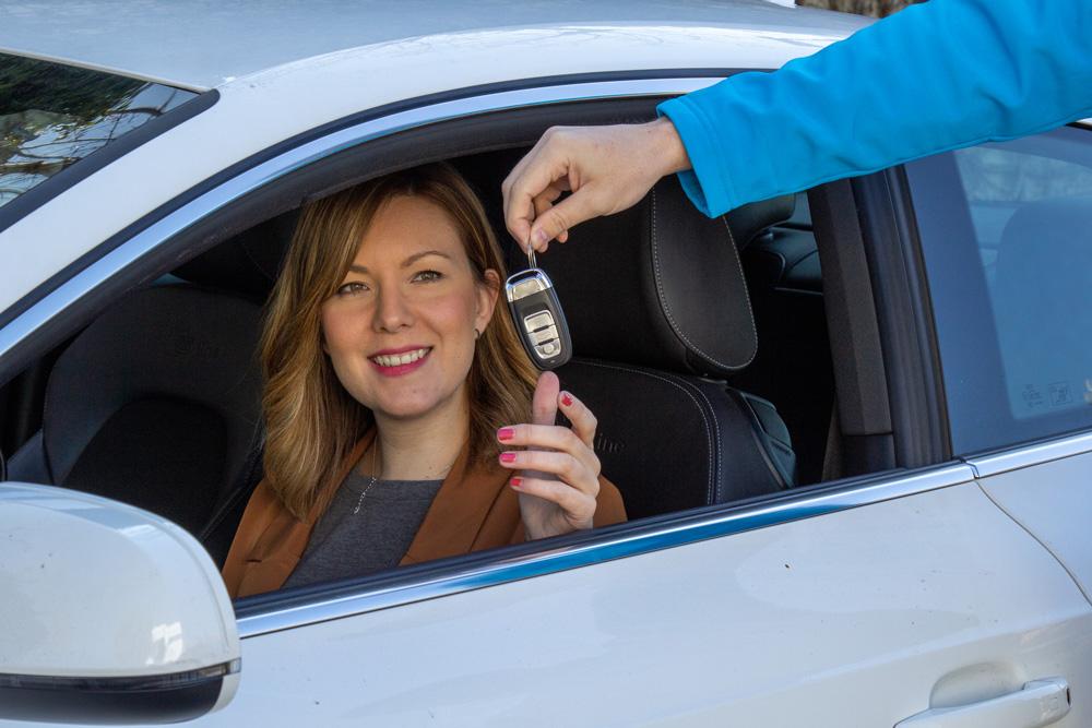 Entrega de vehículo a cliente de Sonrye